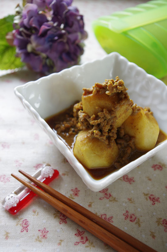 里芋と挽き肉のカレー煮込み