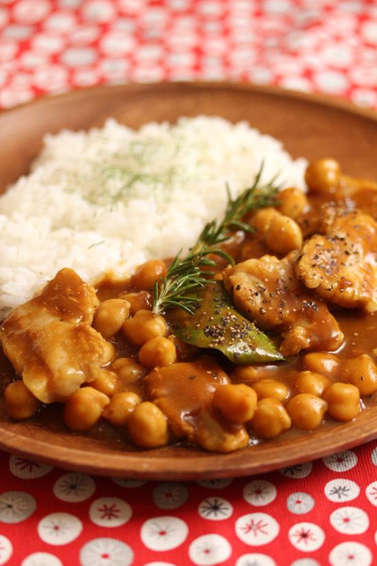 豚ばら肉とひよこ豆のハーブカレー